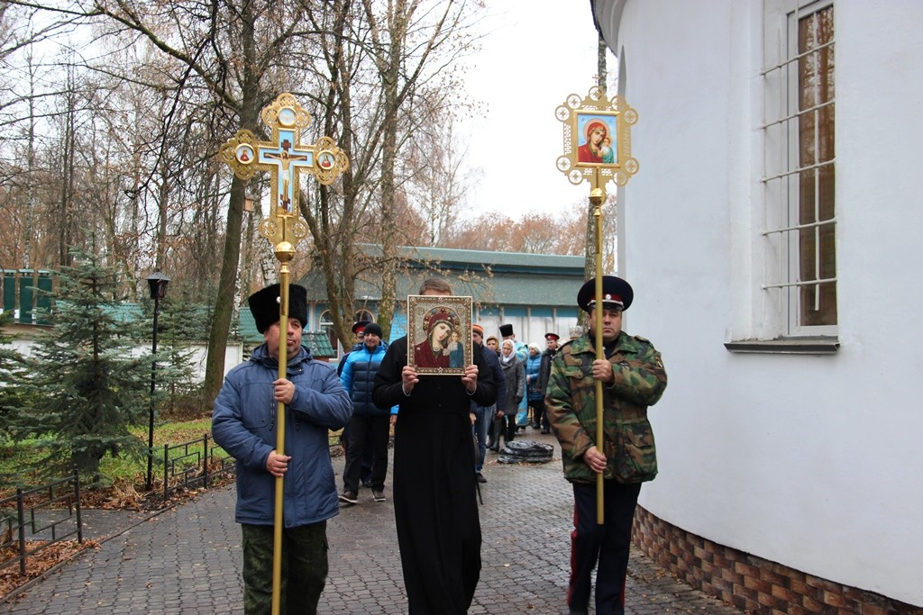 http://monuspen.ru/photos/2200c13e0e9e89fd15c20e5a446dab04.JPG