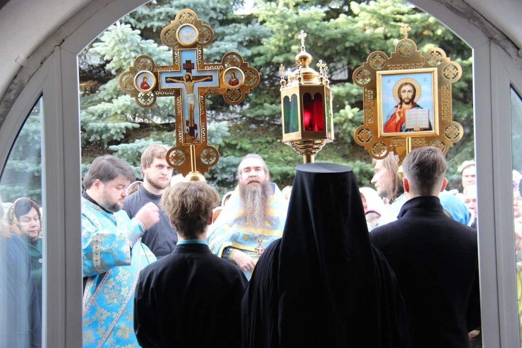 http://monuspen.ru/photos/384283fdcb41b2cc97e47c339b7d6aef.JPG
