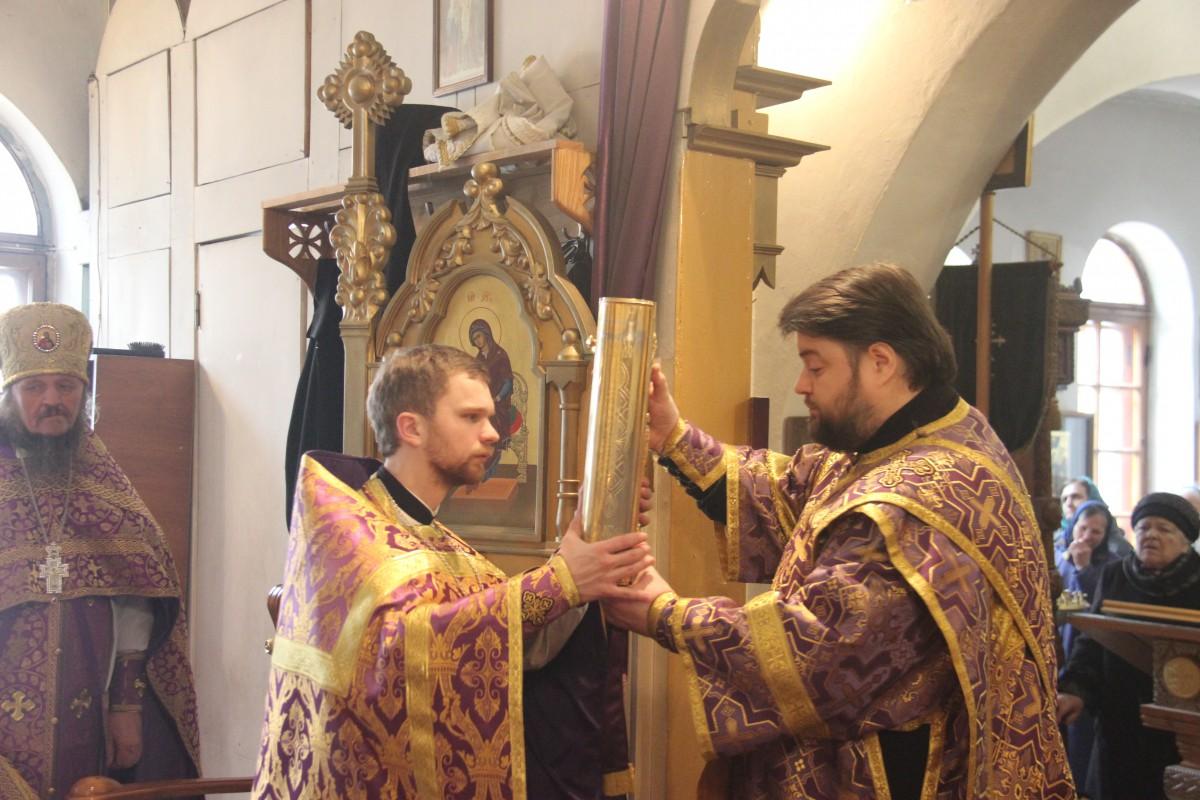 http://monuspen.ru/photos/54bcc5d5a2141f086c353da05a867498.JPG