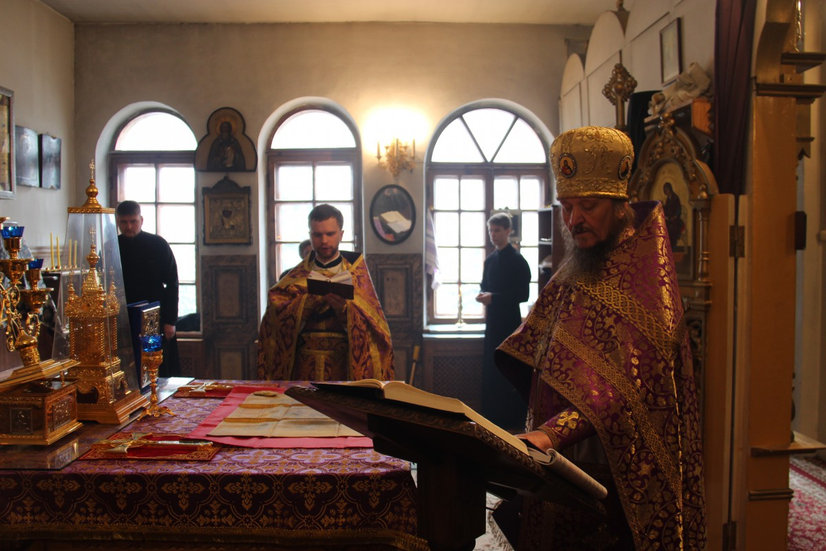 http://monuspen.ru/photos/54bcc5d5a2141f086c353da05a867499.JPG