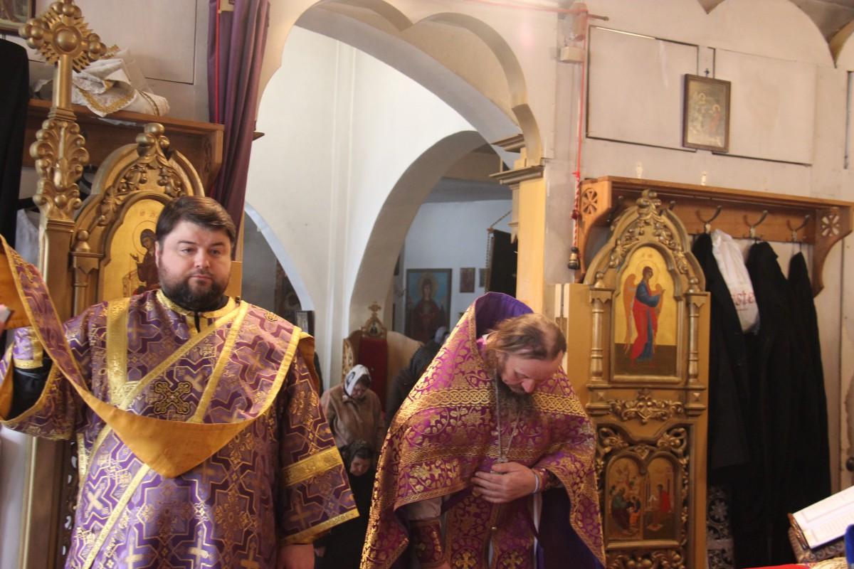 http://monuspen.ru/photos/54bcc5d5a2141f086c353da05a867500.JPG