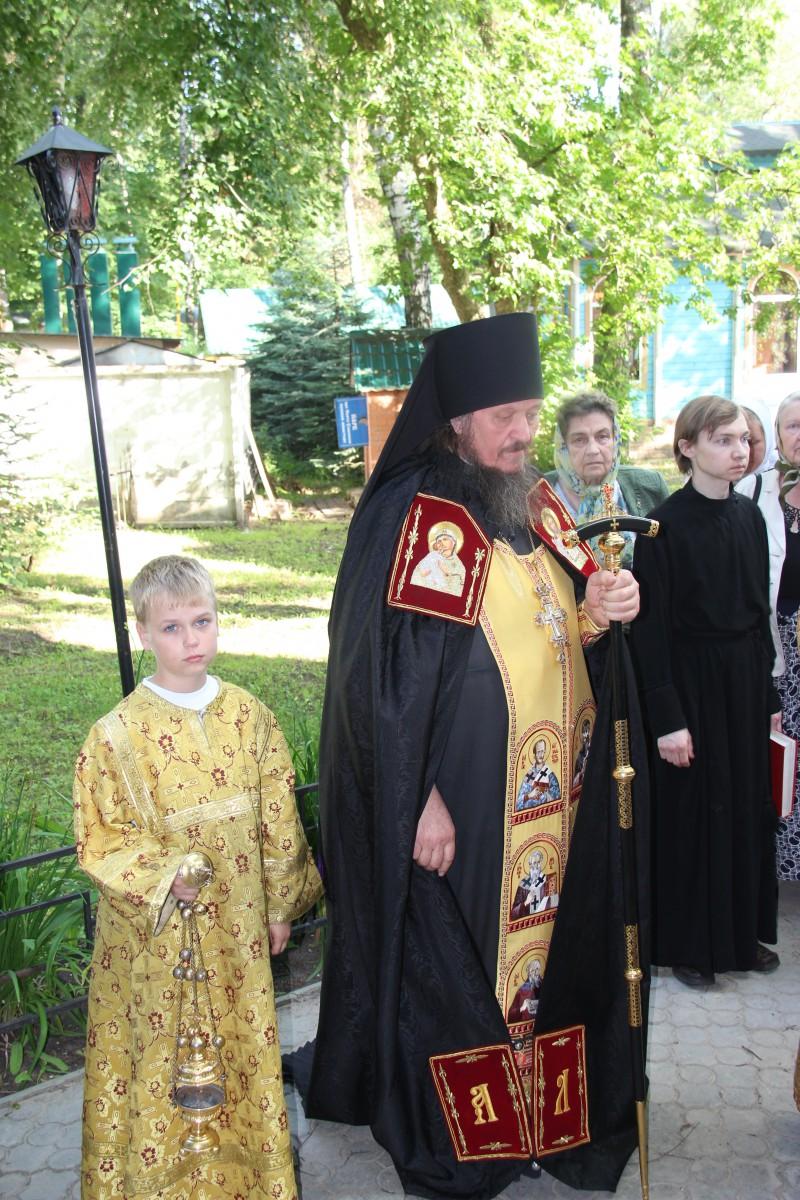http://monuspen.ru/photos/68c13353d9d630b52c950f3000bc3a35.JPG