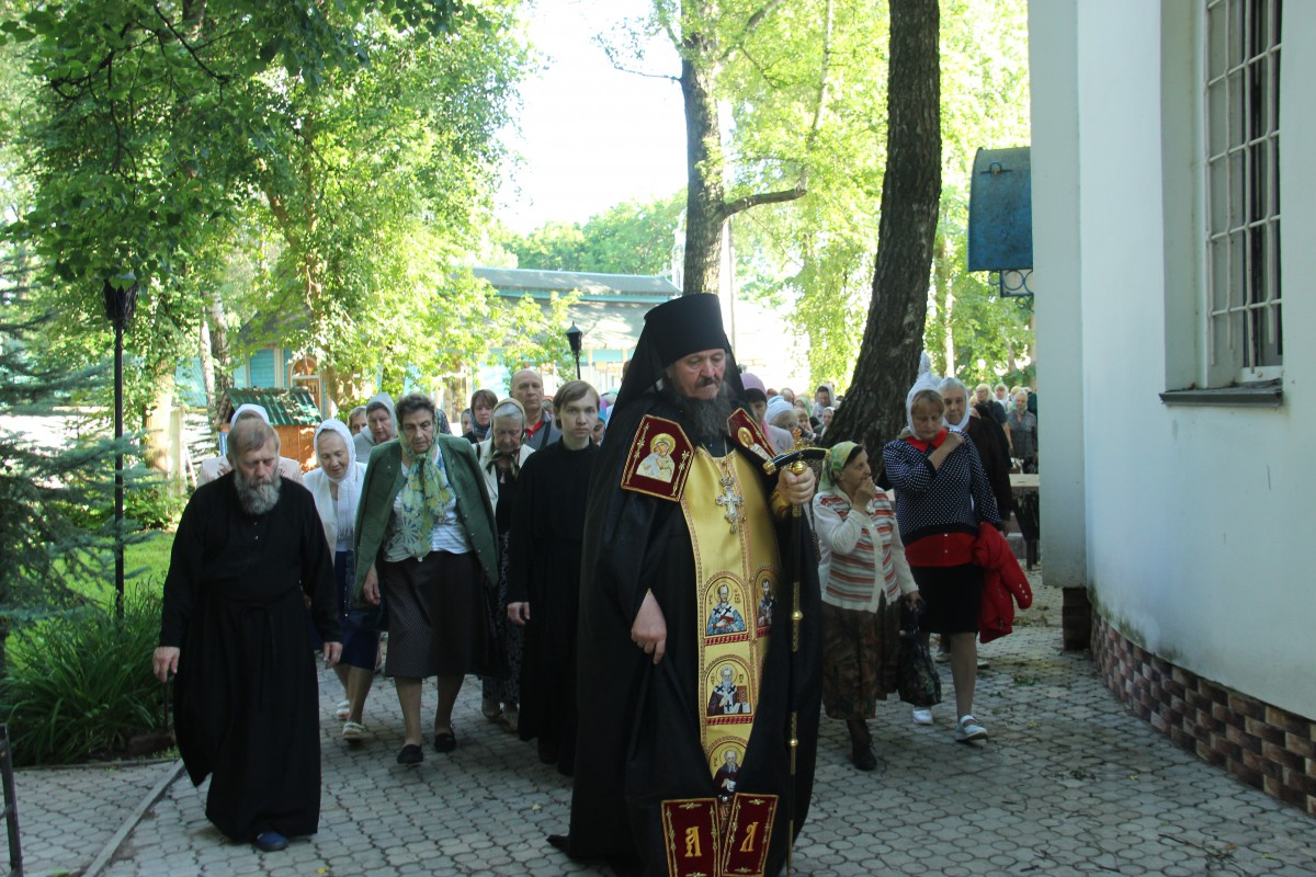 http://monuspen.ru/photos/68c13353d9d630b52c950f3000bc3a39.JPG