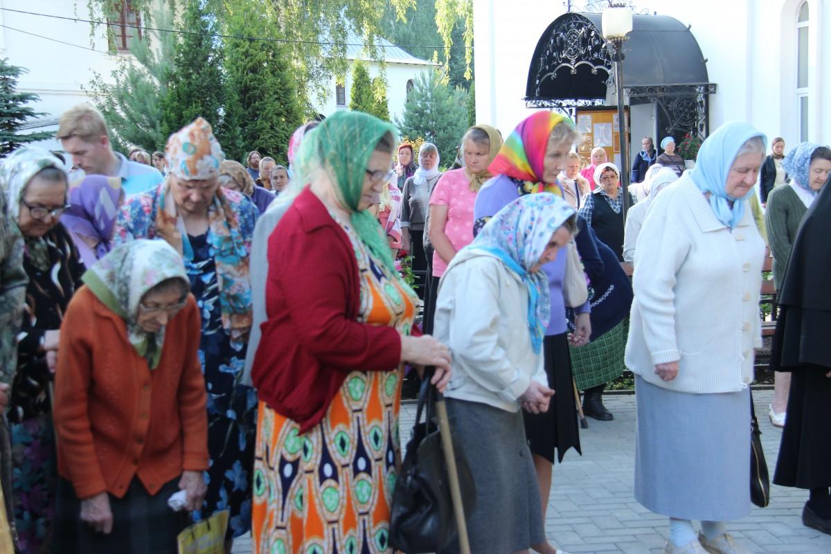 http://monuspen.ru/photos/68c13353d9d630b52c950f3000bc3a60.JPG