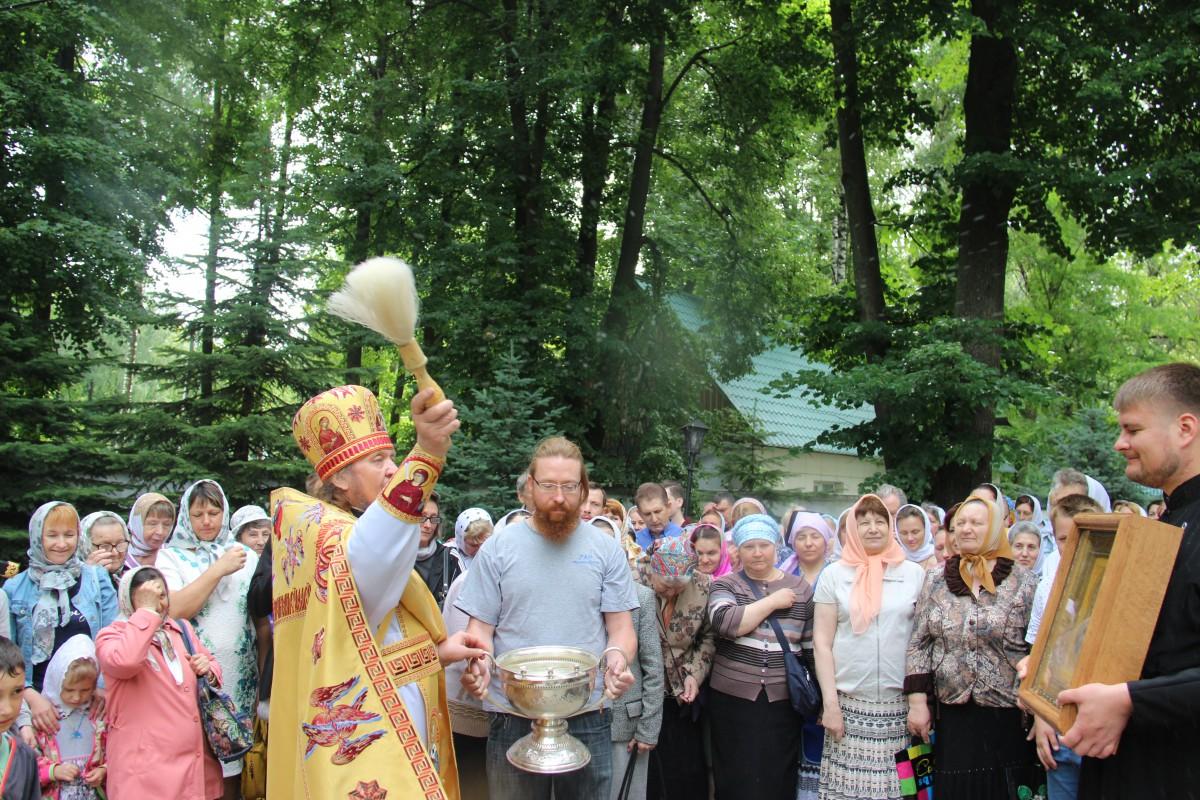 http://monuspen.ru/photos/68c13353d9d630b52c950f3000bc3a78.JPG