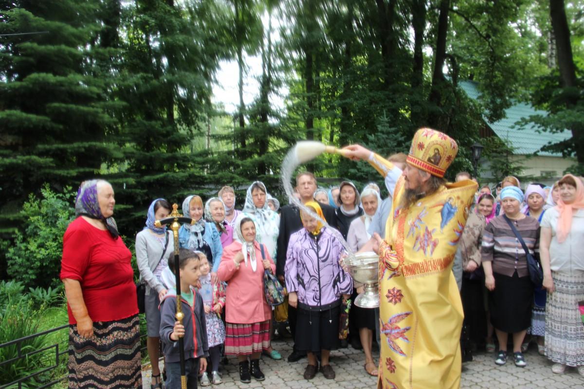 http://monuspen.ru/photos/68c13353d9d630b52c950f3000bc3a79.JPG
