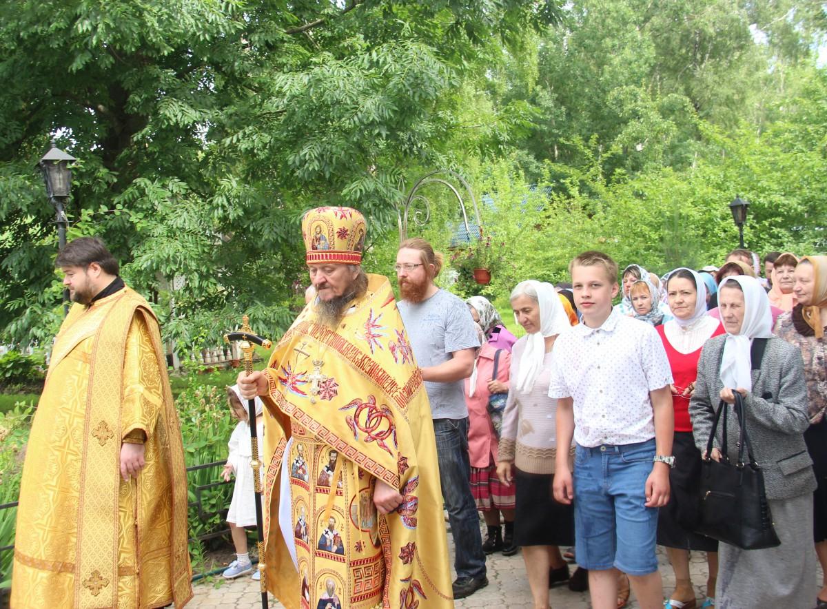 http://monuspen.ru/photos/68c13353d9d630b52c950f3000bc3a80.JPG