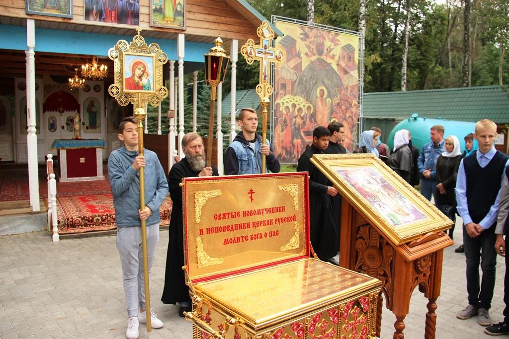 http://monuspen.ru/photos/9a0219dd77d25b622f2e2d3ea98fcc0s.JPG