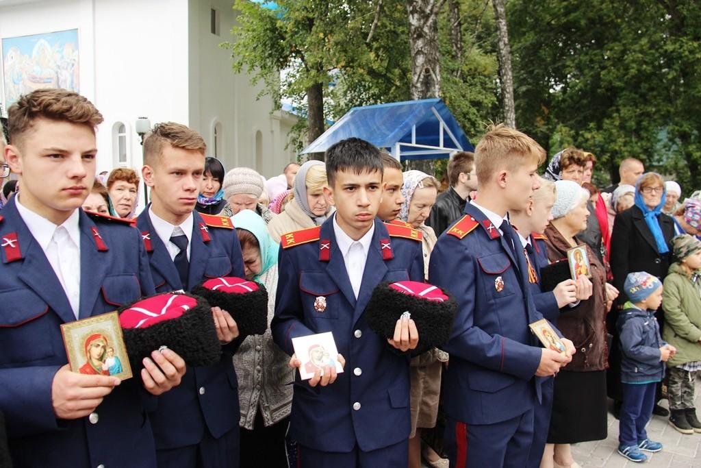 http://monuspen.ru/photos/9a0219dd77d25b622f2e2d3ea98fcc0t.JPG