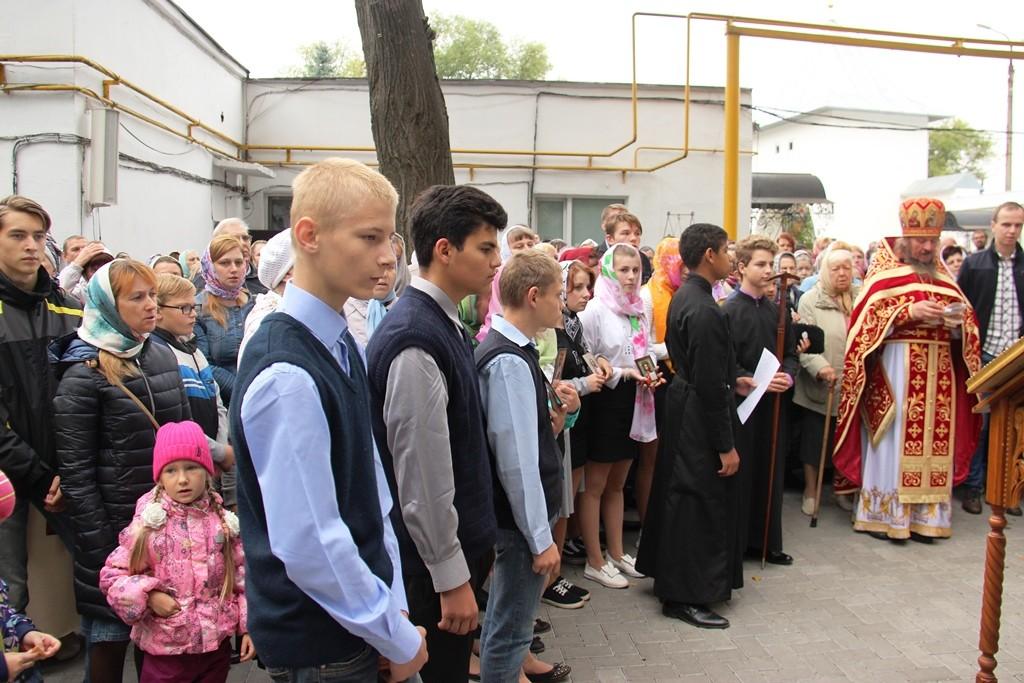 http://monuspen.ru/photos/9a0219dd77d25b622f2e2d3ea98fcc0w.JPG