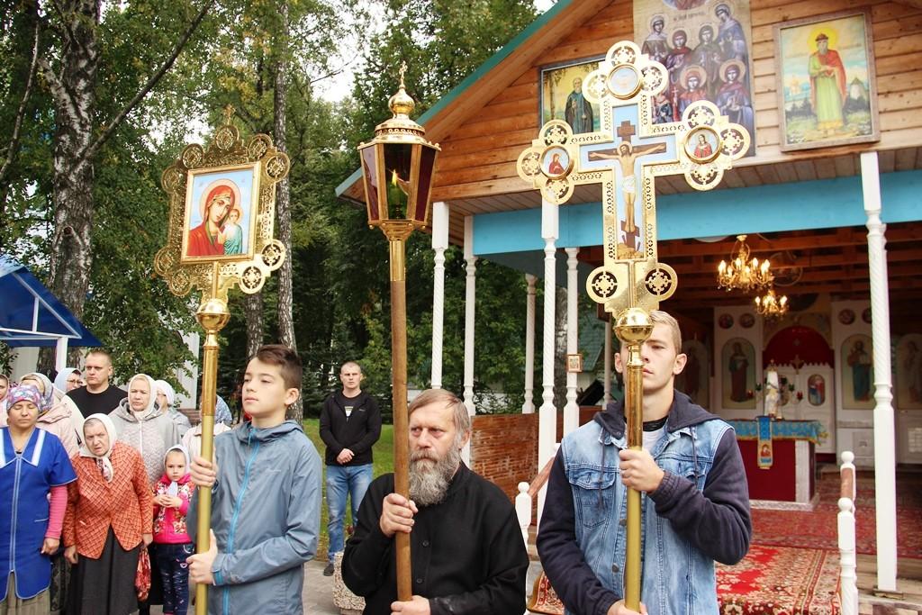 http://monuspen.ru/photos/9a0219dd77d25b622f2e2d3ea98fcc1c.JPG