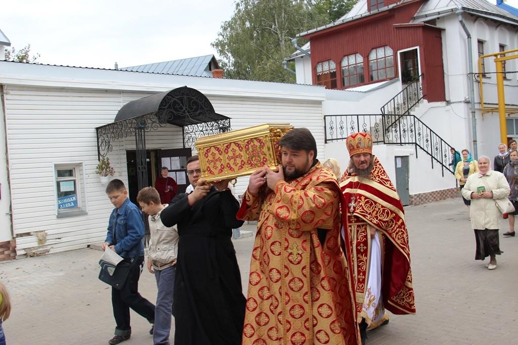 http://monuspen.ru/photos/9a0219dd77d25b622f2e2d3ea98fcc1i.JPG
