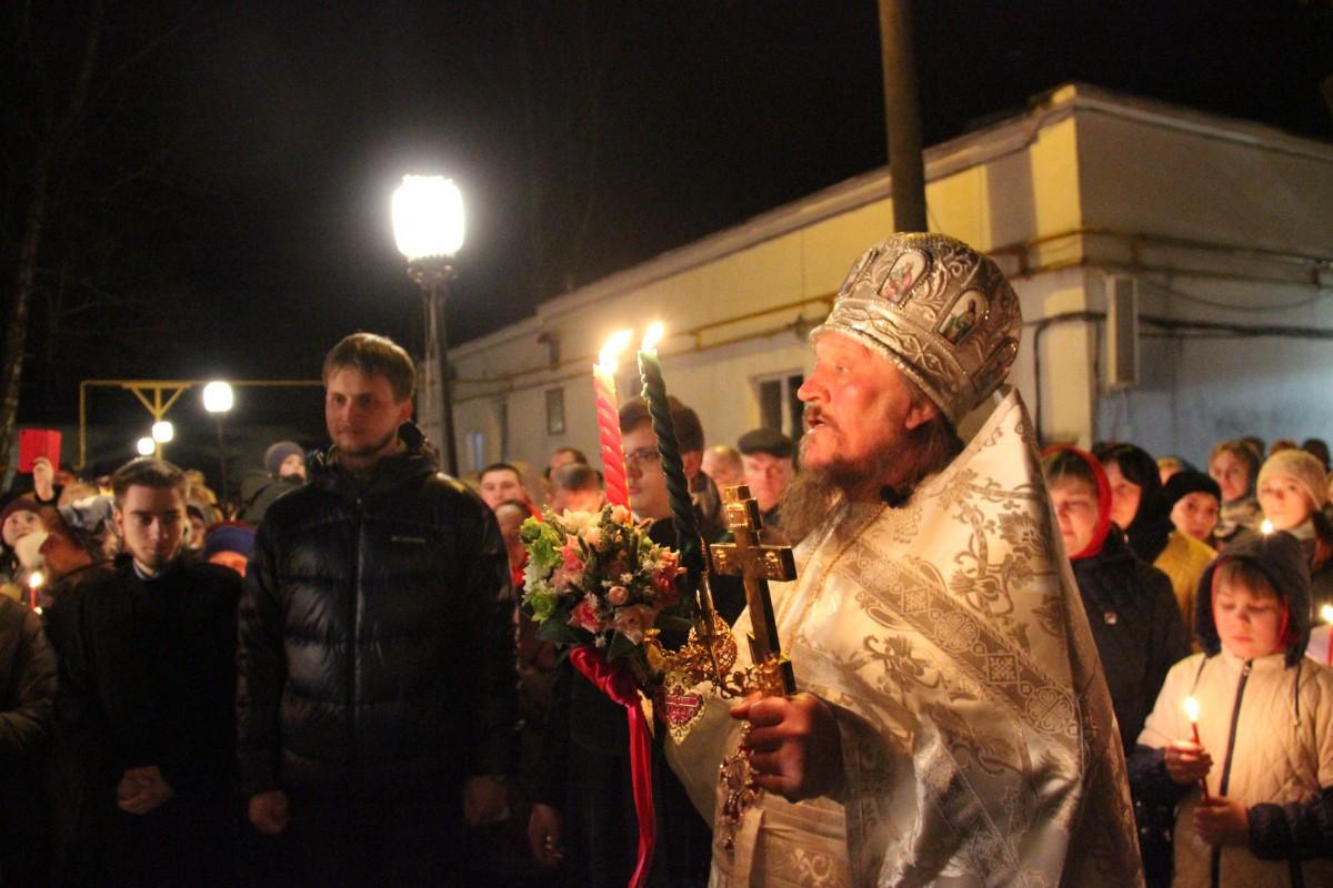 http://monuspen.ru/photos/a1b4a6ba2d54850d50a60dd3a476086b.JPG