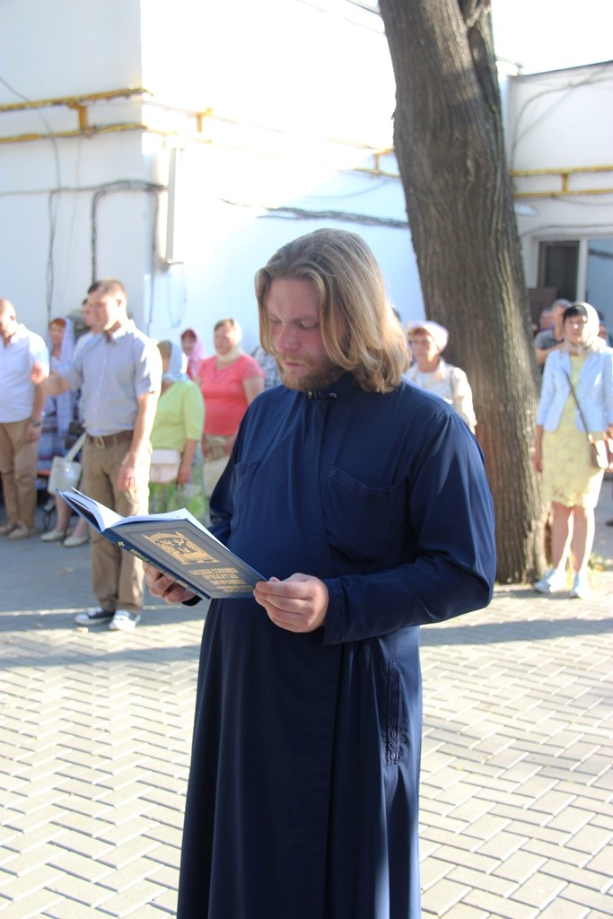 http://monuspen.ru/photos/cece875d76b3aa3d1702c0cb4abd5d7d.JPG