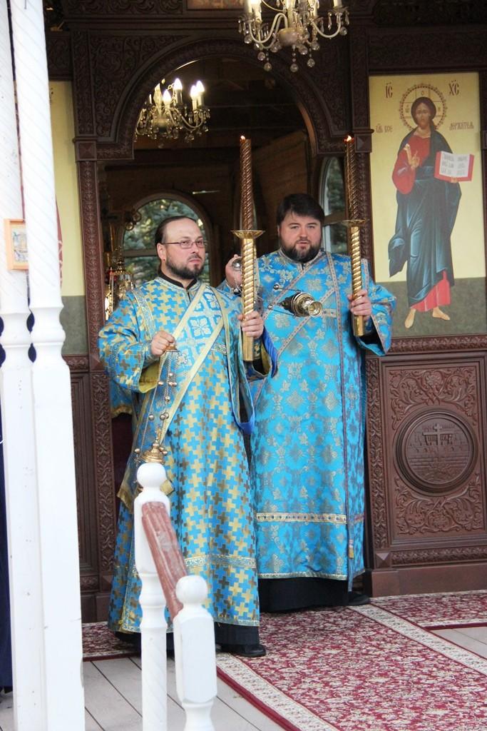 http://monuspen.ru/photos/cece875d76b3aa3d1702c0cb4abd5d7j.JPG