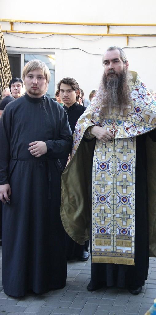 http://monuspen.ru/photos/cece875d76b3aa3d1702c0cb4abd5d7v.JPG