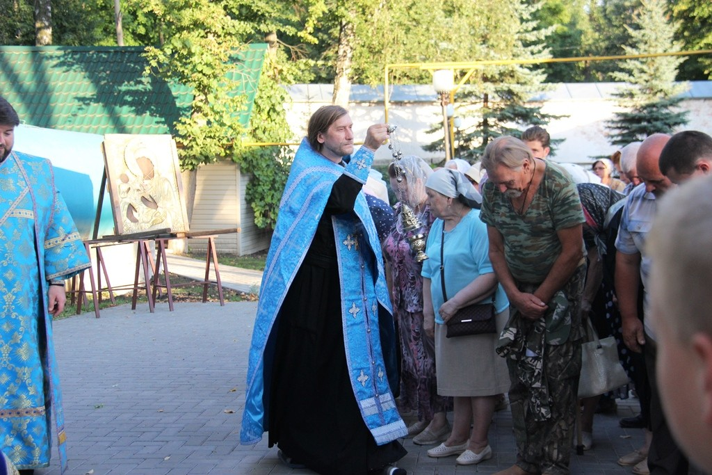 http://monuspen.ru/photos/cece875d76b3aa3d1702c0cb4abd5d7w.JPG