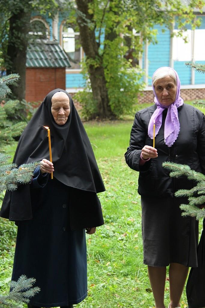 http://monuspen.ru/photos/d3cd295b0586f38f7726b753c07b0b9a.JPG