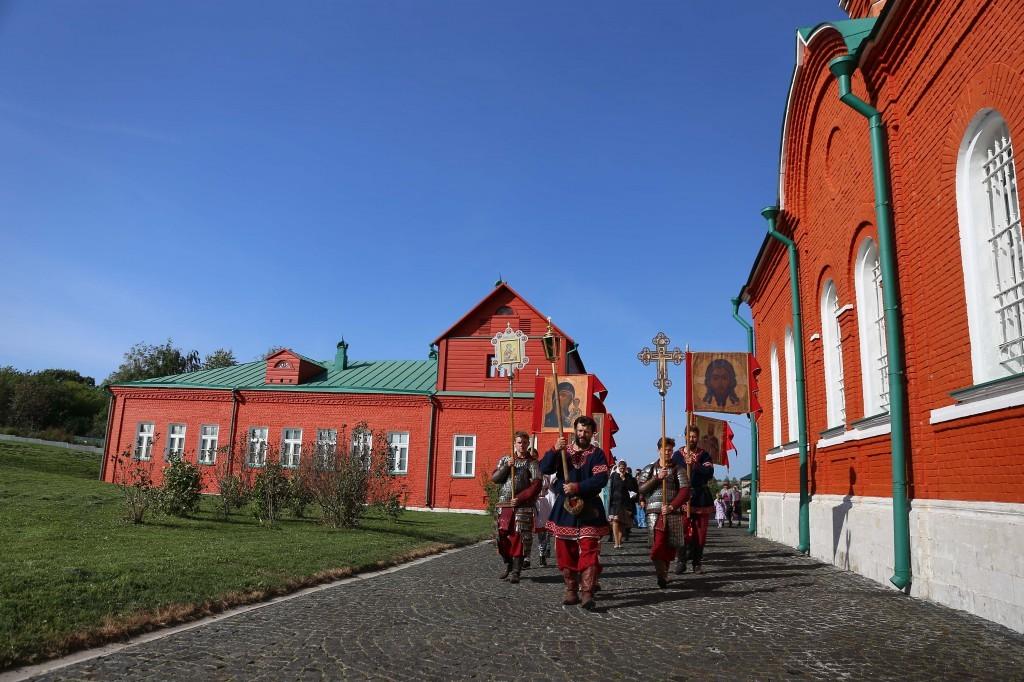 http://monuspen.ru/photos/e3891bf2113563c17feaa74005579bd6.JPG