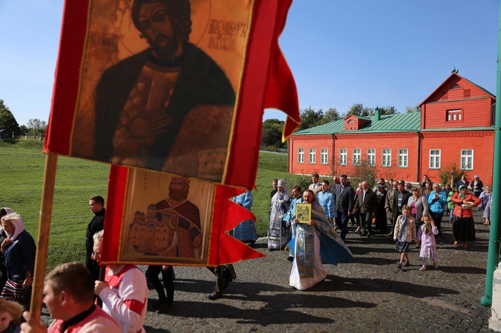 http://monuspen.ru/photos/e3891bf2113563c17feaa74005579bd7.JPG