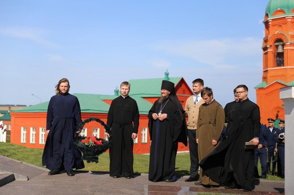 http://monuspen.ru/photos/e3891bf2113563c17feaa74005579bf9.JPG