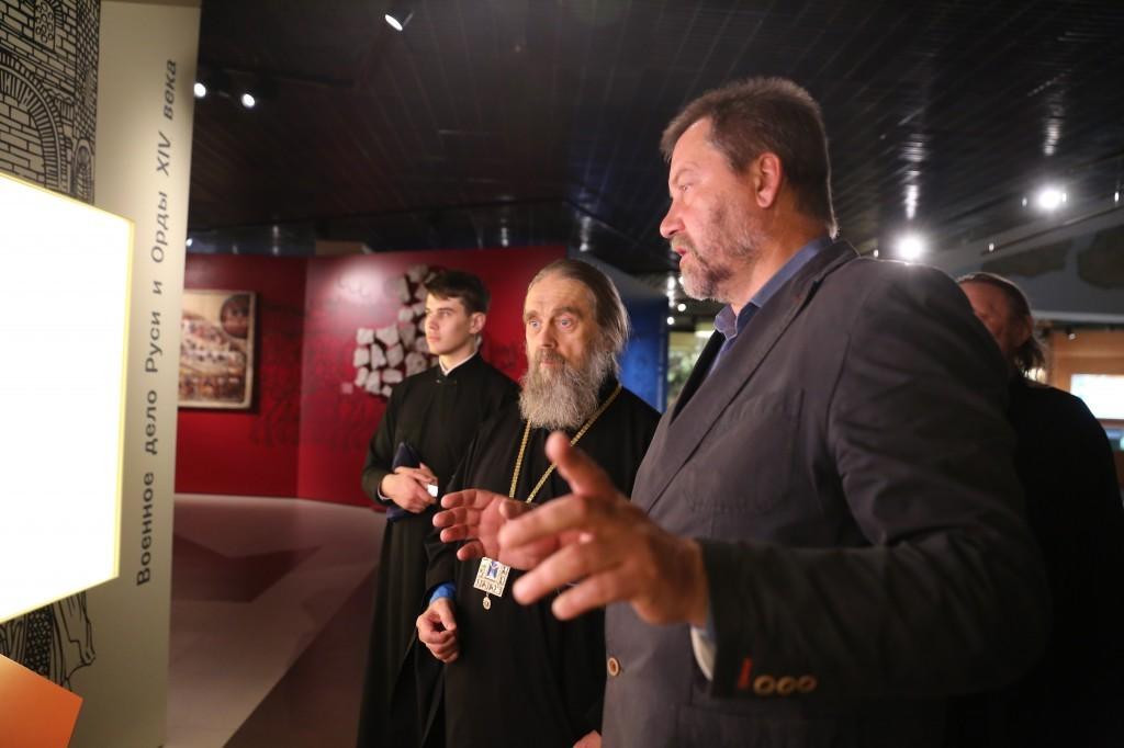 http://monuspen.ru/photos/e3891bf2113563c17feaa74005579bj3.JPG