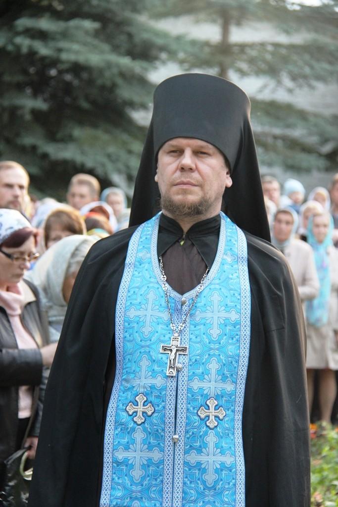 http://monuspen.ru/photos/e3891bf2113563c17feaa74005579bl1.JPG