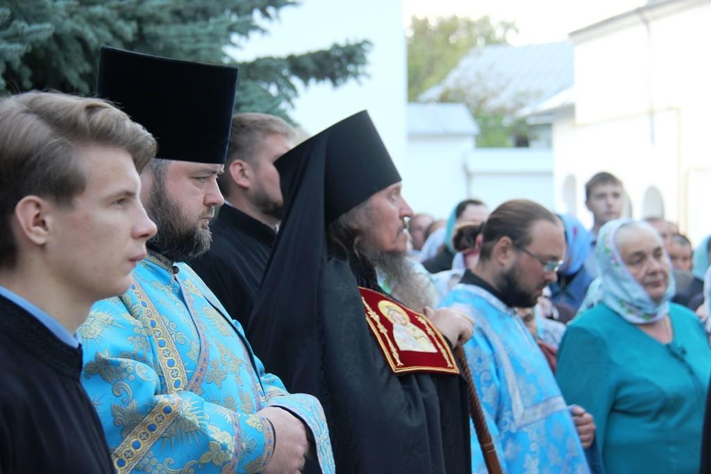 http://monuspen.ru/photos/e3891bf2113563c17feaa74005579bm0.JPG