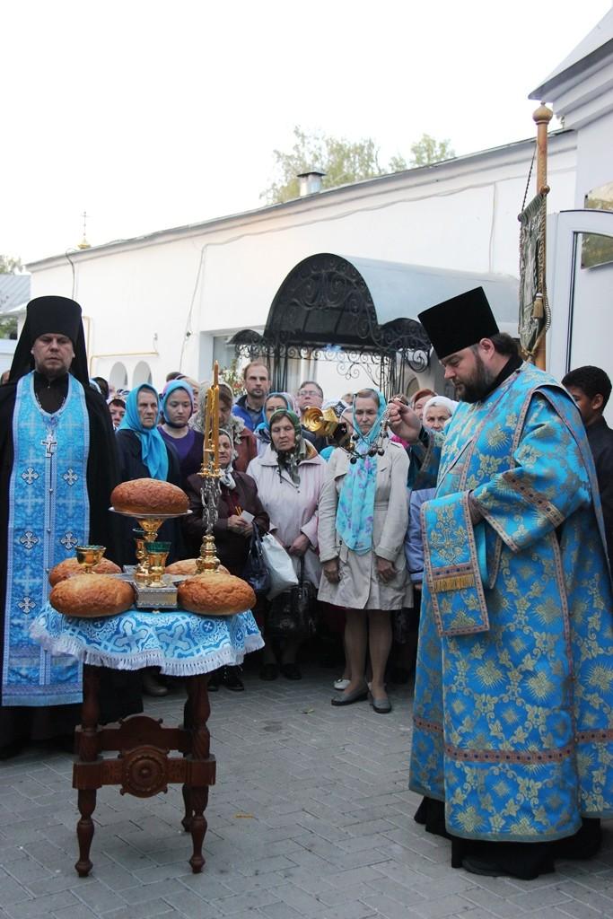http://monuspen.ru/photos/e3891bf2113563c17feaa74005579bm2.JPG
