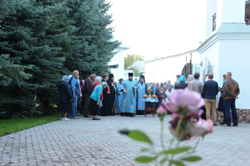 http://monuspen.ru/photos/e3891bf2113563c17feaa74005579bm4.JPG