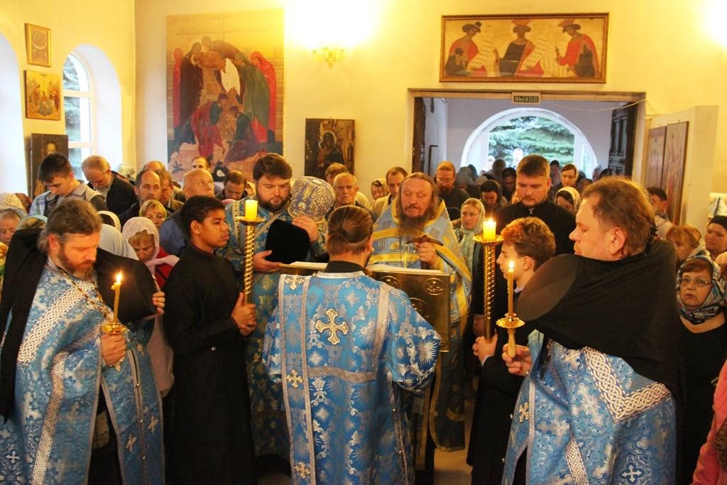 http://monuspen.ru/photos/e3891bf2113563c17feaa74005579bm8.JPG